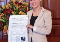 Gaby Eliesen wint eerste Dr. Saal van Zwanenberg Scriptieprijs voor onderzoek naar invloed anti-kankermedicijnen op de placenta .